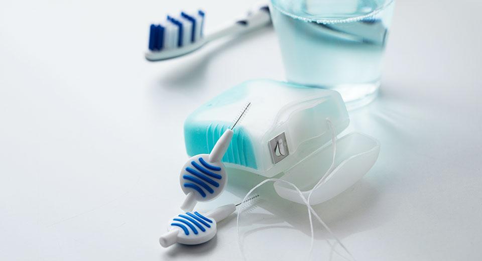 Zahnreinigung Hausmittel und Zubehör